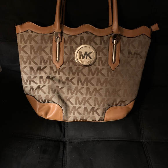Brand new Michael Kors purse in great Condition